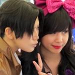 Cosplayerin Reika mit einem Fan