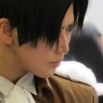 Cosplayerin Reika als Levi aus Shingeki no Kyojin (Attack on Titan)