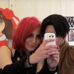 Selfies mit Reika, im Hintergrund Yamato Yuina, das Maskottchen von Amazing Japan