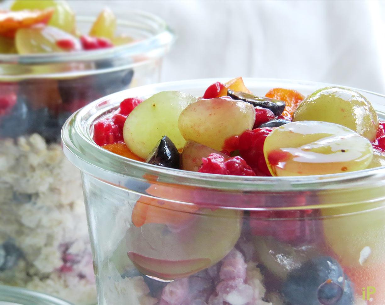 Overnight Oat mit Himbeeren und Obst