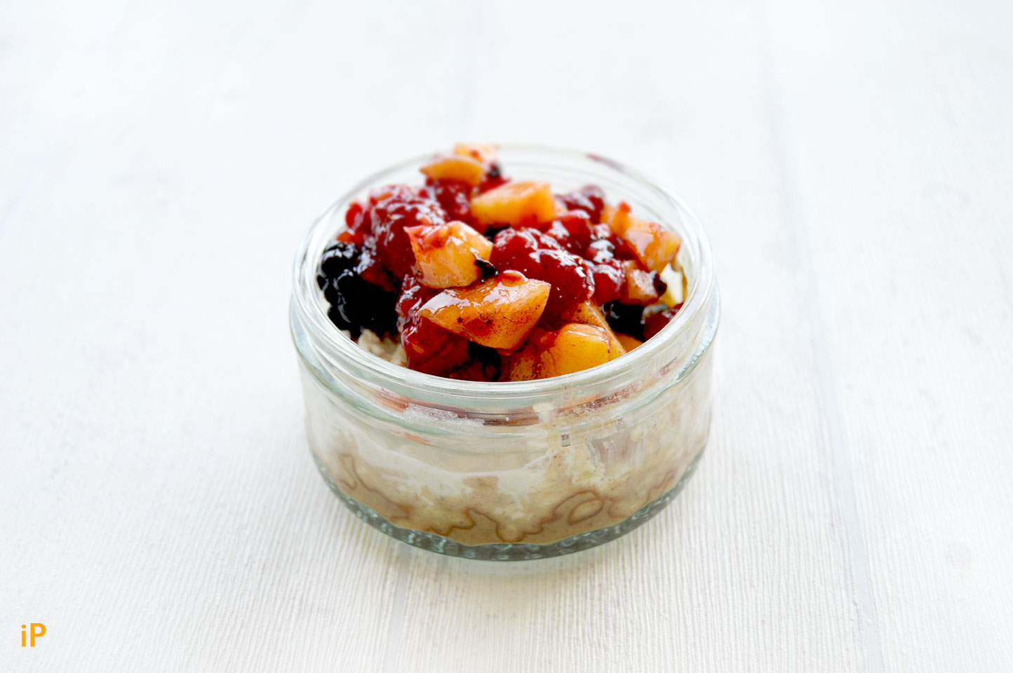 Overnight Oat mit Kokokmilch, Haselnussmus & Obst