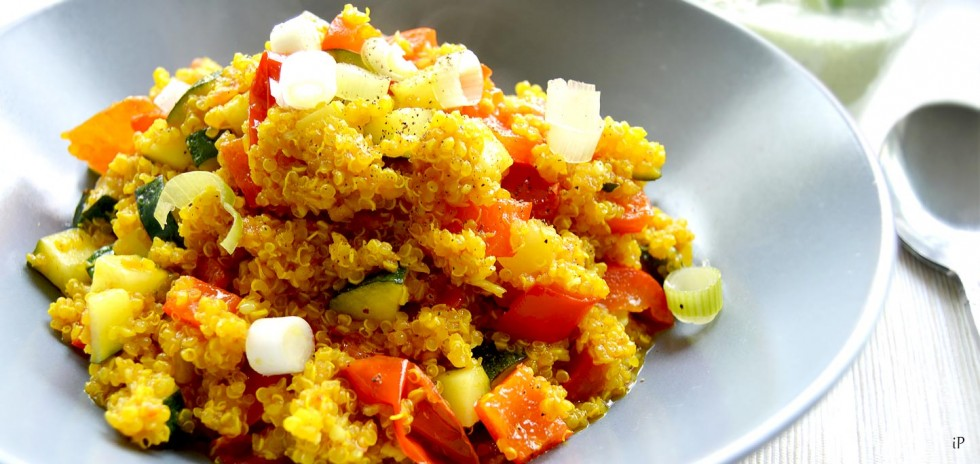 Quinoa mit Parika, Tomate & Zucchini