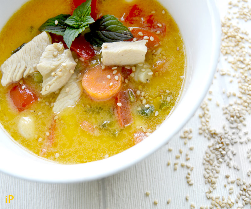 Hühnchen Curry mit Kokosmilch und Tom Ka Paste