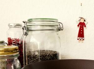Zutaten: 6 Korn Flocken, Goji Bohnen, Kokosmilch, Chia, Sonnenblumenkerne