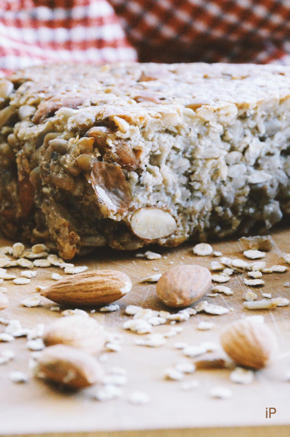 selbstgebackenes Brot mit Flohsamenschalen statt Mehl
